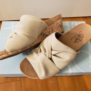 🎀1 DAY SALE🎀 Life Stride Wedges Size 6